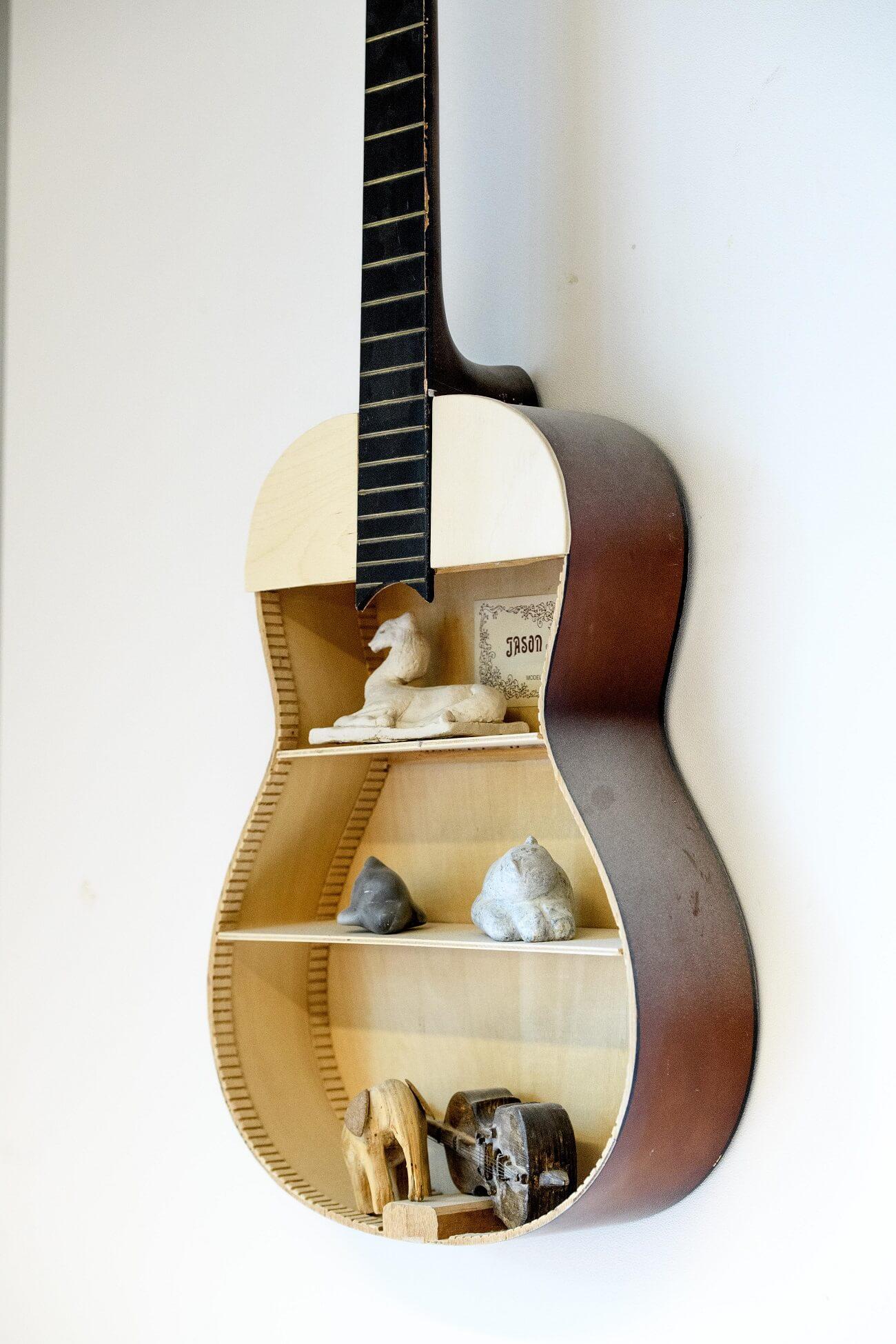 foto gitaar aan muur